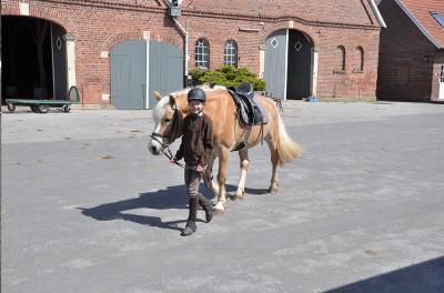 Ponyferien Mormann - Mädchen - Reitstunde